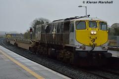 072 passes Portarlington, 9/11/15 (hurricanemk1c) Tags: irish train gm rail railway trains railways irishrail generalmotors dfds portarlington 2015 emd 071 iarnród éireann iarnródéireann 1130waterfordballina