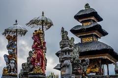 IMGP2339 (vivosi8) Tags: bali indonesia island temple pentax ile k5 dieux beratan indonsie puraulundanuberatan