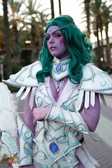 Blizzcon 2015 (V Threepio) Tags: costume outfit cosplay worldofwarcraft warcraft elf fantasy blizzcon videogame warrior diablo starcraft computergame bowandarrow greenhair blizzardentertainment whiteoutfit blizzcon2015