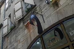 Prigueux, rue Limogeanne, le savoir faire des artisans et commercants (jlfaurie) Tags: dordogne prigord artisans centreville mechas prigueux savoirfaire commercants ruelimogeanne 092015 jlfaurie jlfr mpmdf hairpunch