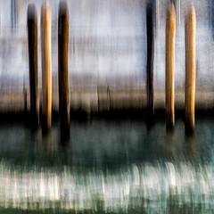 NON NOBIS (zventure,) Tags: fil flou eau extrieur bateau piquets grandcanal venise venisesept2016 venice casino abstrait aube abstract vert zventure