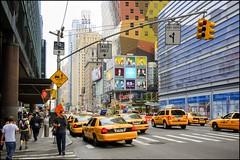 2010-09_DSC_1385_20160928 (Ral Filion) Tags: newyorkcity newyork usa tatsunis nyc manhattan ville amrique urbain gratteciel taxi rue publicit publicity city america urban building skyscraper street yellowcab traffic