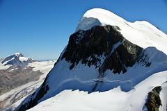 Well-trodden path to the summit -1 (Switzerland) (armxesde) Tags: pentax ricoh k3 schweiz switzerland alps alpen mountains berge snow schnee eis ice breithorn bergsteiger climber alpinist