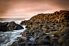 Giant's Causeway (fereres.nathan) Tags: giants causeway ireland trip travel day cloud rock water sea mer eau red purple rose light landscape scenery paysage nikon d5500