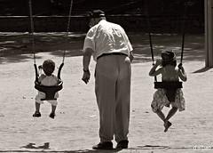 Abuelo (Franco DAlbao) Tags: francodalbao dalbao lumix abuelo grandfather bn bw tres three columpios swings pantaln trouser nietos grandsons gente people