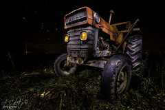Old Tractor (A.Coleto) Tags: tractos viejo old noche night canon estrellas ebro linterna fria cálida