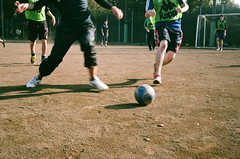 Soccer (gshirt1222) Tags: film agfa agfavistaplus400 vistaplus agfavistaplus vista soccer rollei35s rollei sonnar 40mm people sport