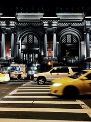 museum mille. (belle.fleur) Tags: museummille thiscity themet streetslice manhattanintheevening cabs yellowslicesofthiscity architecture arches nightstreetlife uppereastside nyc alidajolie december2016