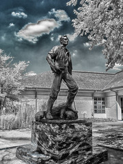 """""""The Resolute Lincoln"""" by Avard Fairbanks (Larry Senalik) Tags: new statue four site illinois state olympus abraham historic micro lincoln infrared salem thirds 2015 epl5"""