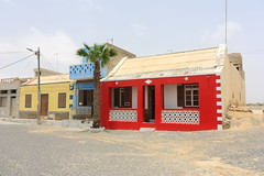 Red House in Joao Gatego Cabo Verde (yom1) Tags: ocean voyage africa travel red house rot canon french rouge eos rebel sand desert sable atlantic cap afrika 1855 maison efs français joao caboverde hause xsi discover afrique désert capeverde atlantique capvert eos450d 450d efs1855is 1855is rebelxsi yom1 gatego joaogatego