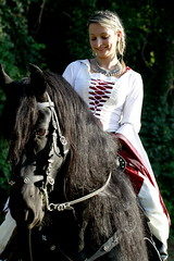The girl and the horse (Strocchi) Tags: horse girl canon sigma cosplayer ragazza middleage forlì 2015 50500mm roccadellecamminate eos7d falchiearchi