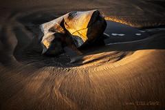 Le gros caillou dor (Christele D Photographie) Tags: sable plage rocher caillou