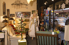 1631 Violetta Blows a Kiss Across the Room (eyepiphany) Tags: portlandoregon mime streetperformance hawthorneboulevard snowprincess christmasfashion christmasshopwindow magicchristmas asylumgiftshop