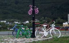 colored bikes 1 (Bilderschreiber) Tags: bike bicycle norway norge norwegen coloured farbig fahrrad bunt angemalt zweirad