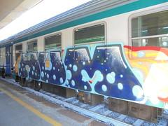 340 (en-ri) Tags: hum blu bolle azzurro rosso train genova zena graffiti writing