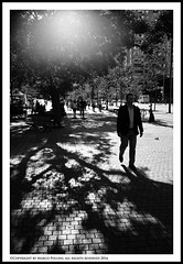 Light behind (Pollini Photo Laboratory) Tags: marcopollini polliniphotolabcom fotografiaurbana streetphotography leica leicamp summarit 35mm blackwhite bianconero monocrome toronto canada