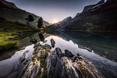 Swiss Alps: Engstlensee (Frederic Huber | Photography) Tags: landschaft canoneos5dsr frederichuber landscape wonderpana bernese highland oberland berner bern innertkirchen haslital thal natural lake see natur alpine sunrise alpen berge mountain reflection reflektion mirror spiegel blue blau sunset canon eos 5dsr 1124 2470 70200 1635 fotodiox free arc nd grad polarizer suburst sonnenstern schweiz swiss switzerland svizzera explored explore
