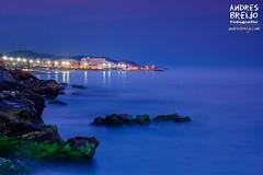 Nerja (Andres Breijo http://andresbreijo.com) Tags: anochecer sunset atardecer mar sea playa beach rocas rocks luces lights nerja axarquia malaga andalucia espaa spain