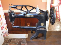 1895 Singer 29-series sewing machine - front view (joshua_putnam) Tags: singer 291 294 29k ufa leather stitcher cobbler sewing machine patcher boot
