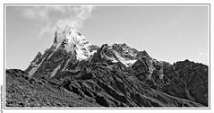 Machhapuchhre (6 993 m) et Mardi Himal (5587m) (L'Abominable Homme de Rires) Tags: annapurna npal trek atalante montagne landscape montain machhapuchhre mardihimal himalaya nb noiretblanc tamron canon 5dmkiii
