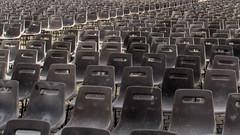 no audience, no audience (ToDoe) Tags: stpeterssquare rom rome roma petersplatz chairs audience audienz publikum grau grey leer stühle stuhl nobody unbesetzt frei gang platz vatikan