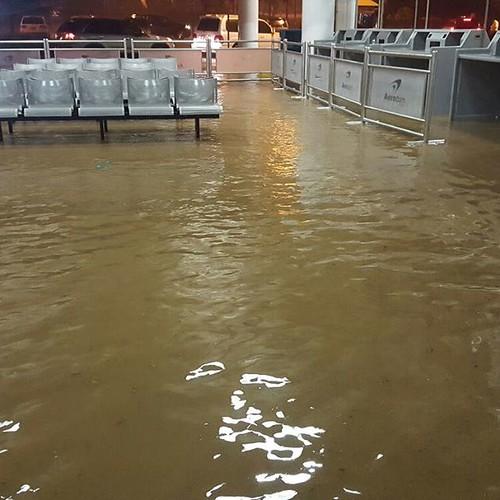 El Aeropuerto de Puerto Plata bajo agua y gran parte de la zona norte.
