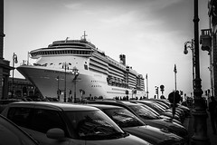 In giro a Trieste - Costa Mediterranea (fbphotofranz) Tags: workshopperotti reflexes riflessi cruiseship nave bn bw costamediterranea trieste streetphotography