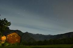 se alquila (javier ruiz77) Tags: paisaje nocturna noche estrellas estelas casa pirineo linterna lightpaint bosque