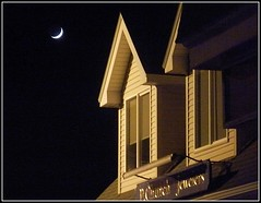 Moon & Golden Building -Taken by STEVEN CHATEAUNEUF On December 2, 2016 (snc145) Tags: pchurchjewelers night nighttime evening moonshot sky moon building architecture outdoor chelmsford massachusetts usa photo december22016 stevenchateauneuf soe autofocus flickrunitedaward