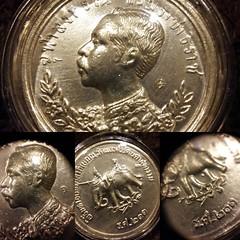 ส่งท้ายคืนวันอาทิตย์ กับเหรียญปราบฮ่่อ ย้อนยุคปี 36 เหรียญนี้เหรียญเงิน ปลุกเสก ณ วัดพระแก้ว เกจิชืีอดังทั่วประเทศ ร่วมพิธีใหญ่ สร้างน้อยไม่กี่องค์ ออกมา 6 องค์ ใน 1 ชุด นี่คือ 1 ใน 6 เหรียญ รายละเอียดเยี่ยมสวยล้ำ พุทธคุณไม่แพ้รุ่นแรก ที่ราคาเหยียบล้าน  ฝ