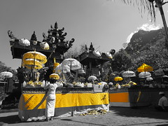 Yellow Temple (gngdeee) Tags: bali indonesia temple pura singaraja pulaki buleleng