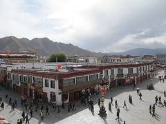 "Jokhang Temple <a style=""margin-left:10px; font-size:0.8em;"" href=""http://www.flickr.com/photos/127723101@N04/22102339640/"" target=""_blank"">@flickr</a>"