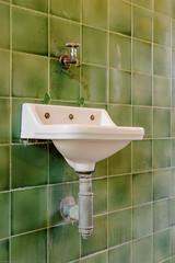 20151018-FD-flickr-0031.jpg (esbol) Tags: bathroom shower ceramics sink bad toilet toilette bathtub badewanne urinals pissoir keramik dusche waschbecken kloschssel kloset