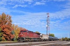 CP 650 & fall colours (Michael Berry Railfan) Tags: cp canadianpacific cp650 fueltrain ethanoltrain train freighttrain adirondacksub lasalle lasalleyard montreal quebec ge generalelectric ac4400cw cp9822