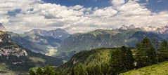 Panorama della Val di Fassa (cesco.pb) Tags: valdifassa trentino trentinoaltoadige dolomiten dolomiti dolomites alps alpi canon canoneos60d tamronsp1750mmf28xrdiiivcld italia italy montagna mountains catinaccio pramartin
