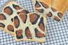 Brood met jaguar patroon (Carola Bakt Zoethoudertjes.nl) Tags: jaguarbrood broodmetjaguarpatroon broodlijktopjaguar oppanter panterpatroon dierenpatroonopbrood grotekat tijger patroon dierenbrood broodmetdierenhuid leukbrood apartbrood leukrecept trendy natuurlijkekleurstoffen bruinmetcacaopoeder natuurlijkezwartekleurstof norit tabletjes nederland