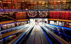 Birmingham Library Travelator (simonvaux1) Tags: birmingham library travelator books study work reference advice help colours shelves history people learning indoors quiet reading simon vaux photography