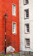 Red and white buildings , Edinburgh (vbros100) Tags: lampost colourfulbuildings edinburghbackstreets