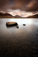 Awe (Tony N.) Tags: longexposure sky bw snow mountains clouds evening scotland highlands rocks europe pebbles ciel neige loch soire awe nuages rochers vanguard montagnes lochawe ecosse cailloux poselongue d810 nd110 tonyn bwnd110 nikkor1635f4 tonynunkovics