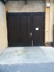 Hoftor (QQ Vespa) Tags: garage leipzig tor tr