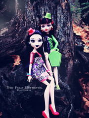Elissabat and Draculaura (eneida_prince) Tags: photo doll dolls photoshoot photos vampire mh mattel 2015 monsterhigh draculaura elissabat osalina monsterhigh2015 schoolsout frightscameraactionhauntlywood