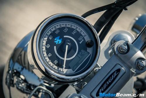 Bajaj-Avenger-220-vs-RE-Classic-350-04