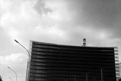 16-038_12 (gyjishukke) Tags: 6 400tx analog antenne architecture argentique batiment believeinfilm hc110b ie400iso mju2 monochrome noiretblanc scanlowdef selfdevelopment selfprocessing trix400 mjuii