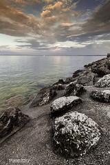 Lago di Garda Loc. Sirmione (Brescia) (Pasquale D'Anna) Tags: lagodigarda lago sirmione paesaggio roccia nuvole acqua