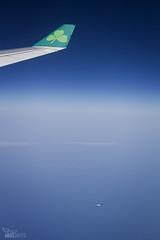 ...... (ngel mateo) Tags: ngelmartnmateo ngelmateo irlanda cielo nubes avin volar volando aerlingus ala verde trbol ireland clouds flying sky airplane wing green clover