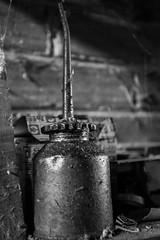 Burette d'huile / oilcan (http://www.jeromlphotos.fr) Tags: burettedhuile oilcan noirblanc blackwhite ancien vieux vintage oil huile canon eos 5dmarkii 1740f4