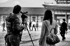 Ephemere 162 (lunecoree) Tags: coree korea canon 30d noir et blanc black white fond extérieur monochrome personnes