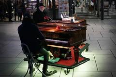P1070573c - The Pianist (JB Fotofan) Tags: streetphotography frankfurt zeil musiker bunt colorful musician lumixfz1000 nightshot abend evening city stadt