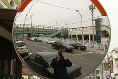 _MG_0324 (Jeramy D. Boileau) Tags: road black green car canon mirror korea trainstation southkorea brigde songtan