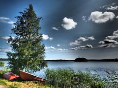 Finland (Jan-Krux Photography) Tags: sky lake tree water clouds suomi finland landscape boats see wasser finnland himmel wolken bank olympus boote landschaft baum em1 seeufer heisjoen